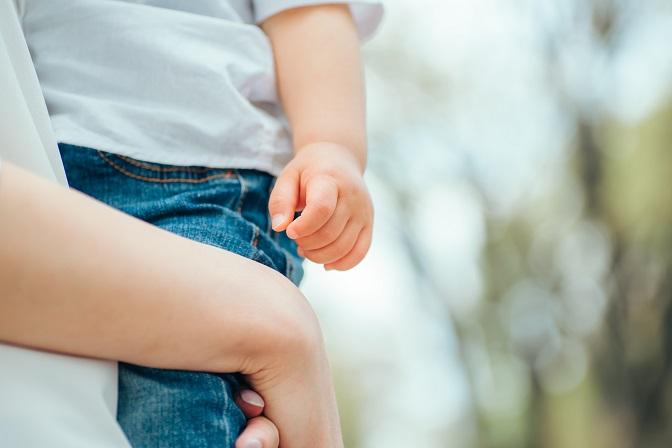 約8割の自治体職員が「自治体の産後支援を改善すべき」と回答。「自治体の産後支援」に関する調査[調査データ]